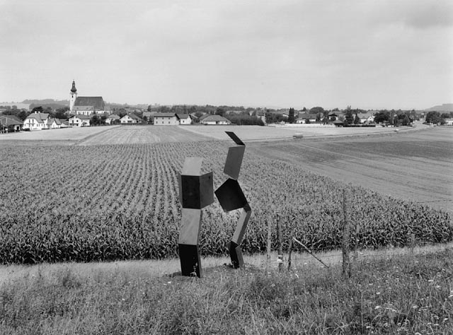 robert kabas, metal sculpture on a field near purgstall on the erlauf