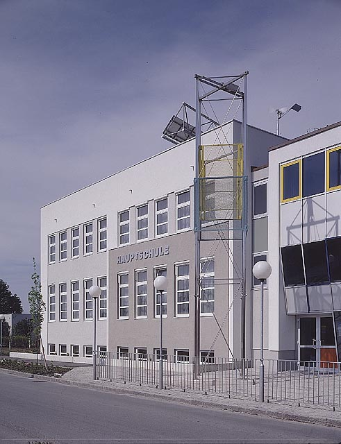 renate kordon, project in front of the gerasdorf secondary school, near vienna