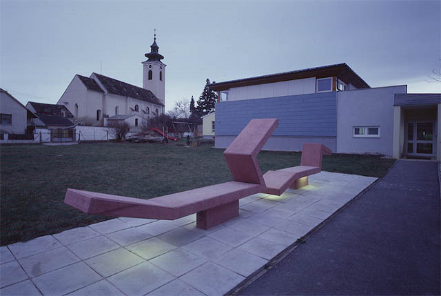 franz sam, art object next to the gym of the primary school at großmugl