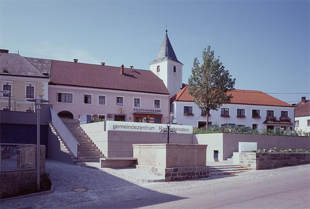 ortrun lanzner, design of marktplatz in rappottenstein<br /><br />