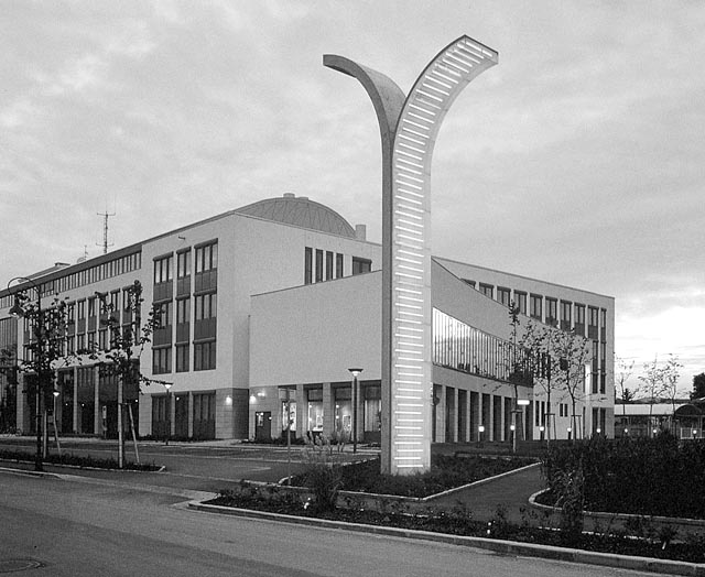 evelyne egerer, light sculpture in the front of the district administration building in baden