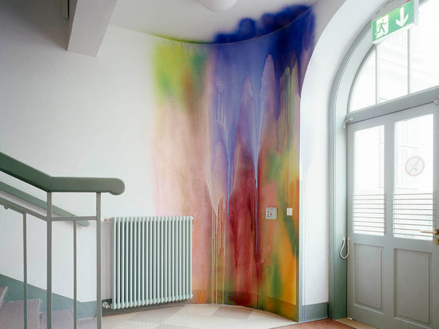 katharina grosse, installation in the east stairwell of the danube university krems<br />