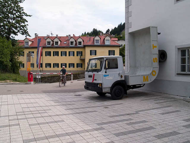 erwin wurm, sculpture on the forecourt of the schloss in waidhofen an der ybbs
