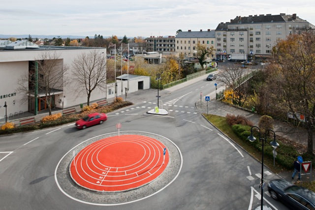 ulrike lienbacher, design of the roundabout on volksbank-platz in gänserndorf<br />