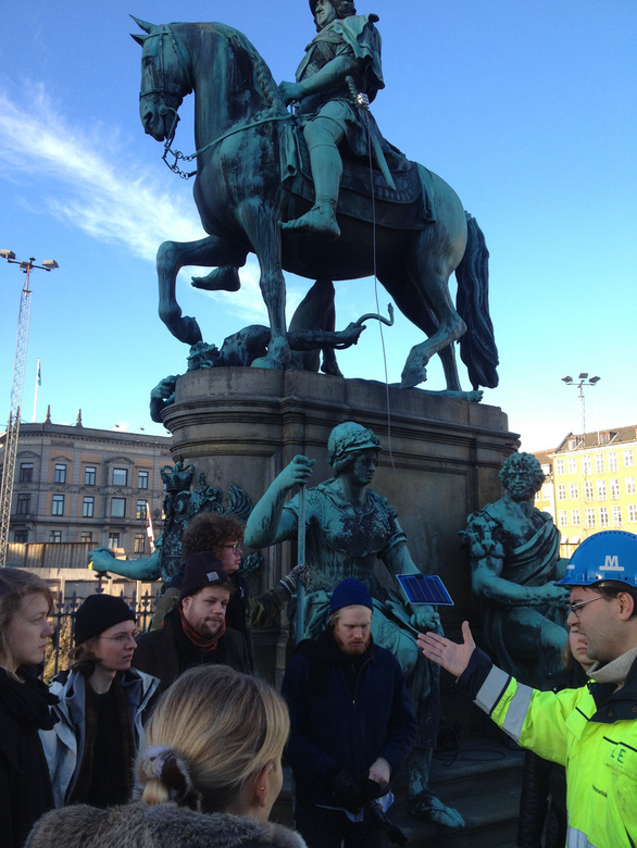 class_visit to_the_centre of kongens nytorv 2014, School of Walls and Space © Nils Norman